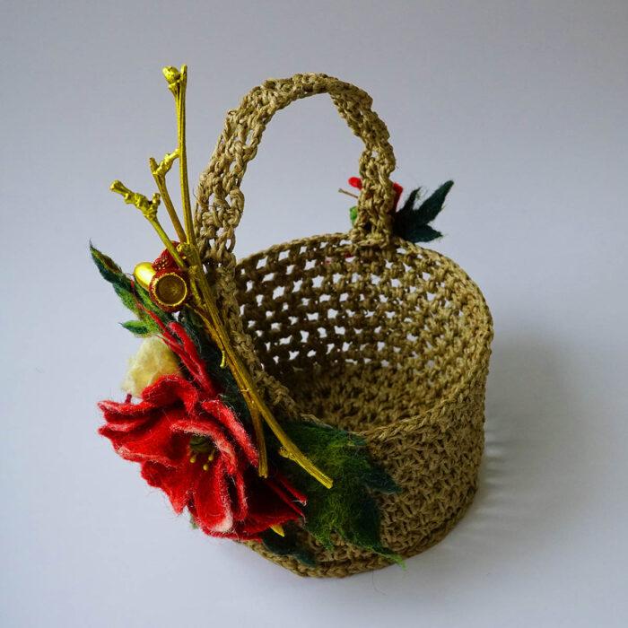keçe çiçekli süslü sepet